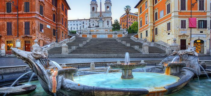 Rzym zabytki - Fontanna na Placu Hiszpańskim