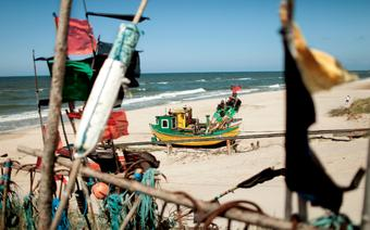 Plaże w Polsce: Dąbki. Kuter rybacki