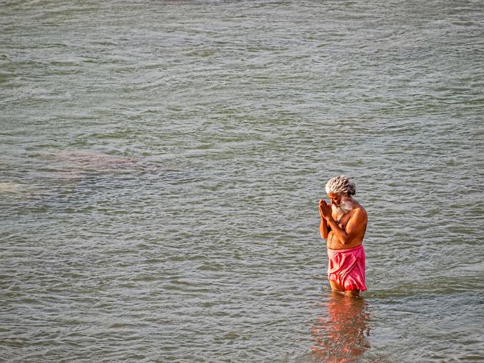 Indie - Riszikesz. Rzeka Ganges