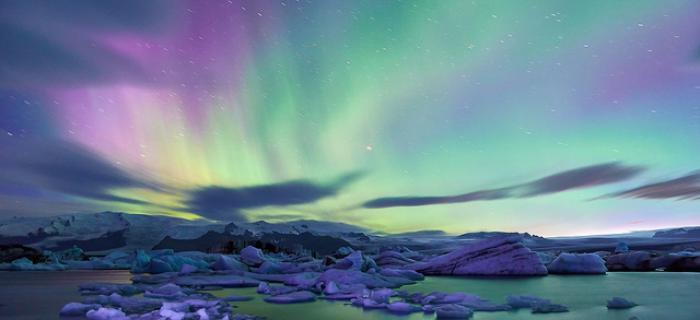 Zorza polarna w Jokulsarlon na Islandii