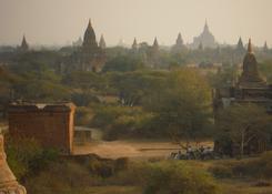 Równina Bagan z dwoma tysiącami świątyń