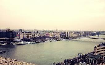 Widok z Mostu Łańcuchowego