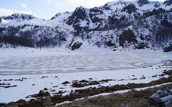 Jezioro Wielkie w Parku Narodowym w górach Kurore e Lures