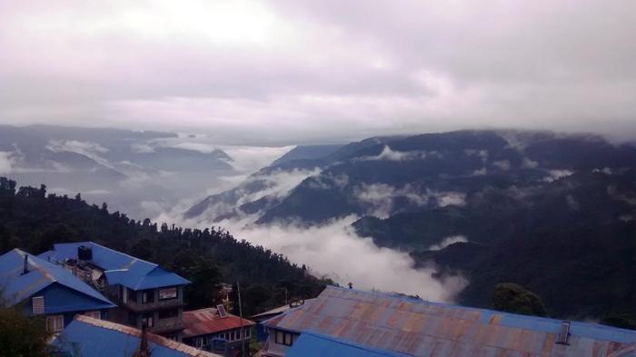 Tam na horyzoncie powiina być wielkie Himalaje....:)