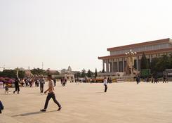 Plac Tiananmen, widok na mauzoleum Mao