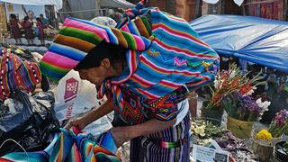 Na każdym kroku spotykamy kobiety ubrane w niezwykle kolorowe stroje.