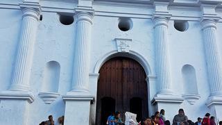 Tradycyjny targ na schodach kościoła w Chichicastenango.