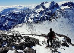 Zimowe wejście na Jabal Tubkal w Afryce - droga i 500 m do szczytu