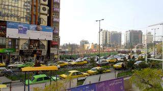 Iran. Teheran. Zatłoczone ulice stolicy