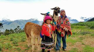 Potomkowie Inków; dzieci indiańskie w wiosce ponad Cozco, Peru. Luty 2017