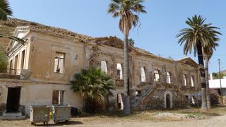 Zrujnowany pałac gubernatora na Serifos