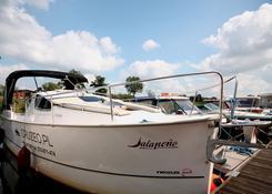 Spacerowy jacht motorowy Nexus (fot. Cruzeo)