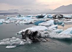Jezioro polodowcowe w Islandii
