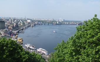 Widok ze Wzgórza Wołodymira na Podil, dolną część Kijowa