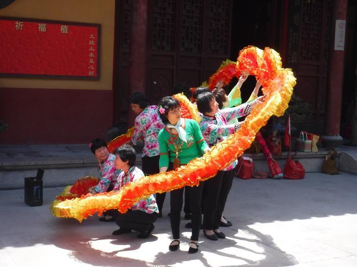 W świątyni Longhua