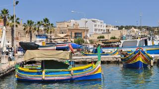 Marsaxlokk, czyli rybacke misateczko z kolorowyni łodziami.
