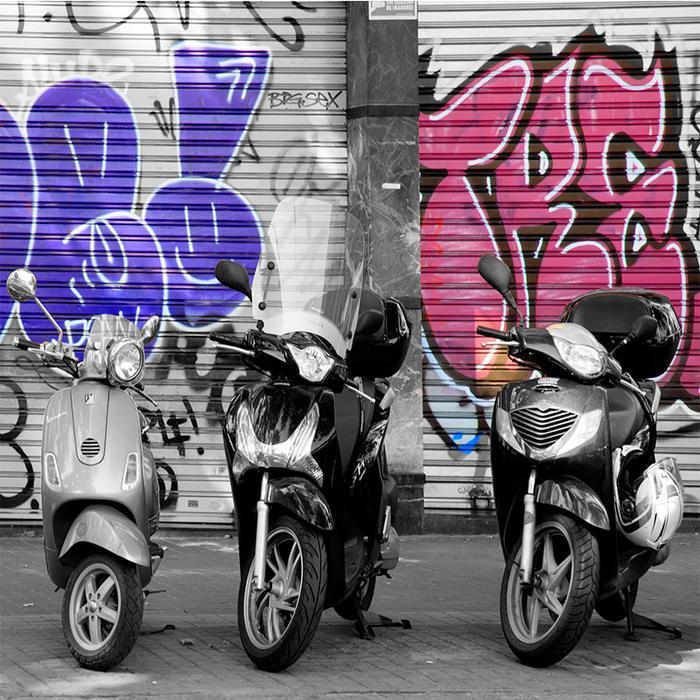 Ulica Barcelony ze słynnymi skuterami