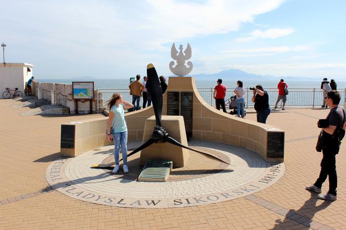 Pomnik Generała Sikorskiego - na horyzoncie już widać Afrykę