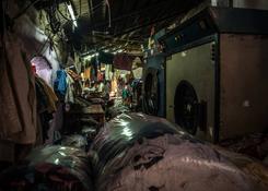 Bombaj (Indie) – Dhobi Ghat – suszenie i pakowanie