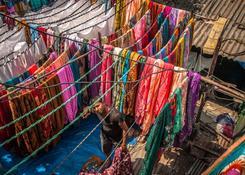 Bombaj (Indie) – Dhobi Ghat – kosztowne sari