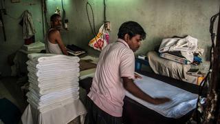 Bombaj (Indie) – Dhobi Ghat – prasowanie hotelowych ręczników