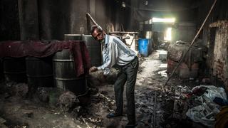Bombaj (Indie) – Dhobi Ghat – beczki do chemicznego prania