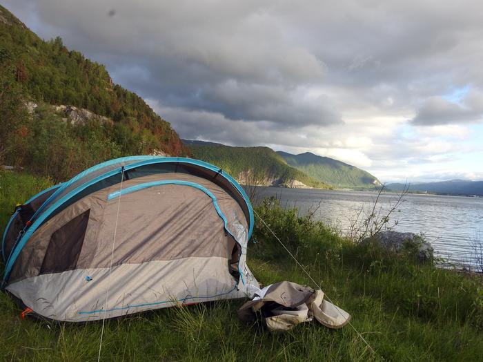 Biwak nad fiordem pod Narvikiem