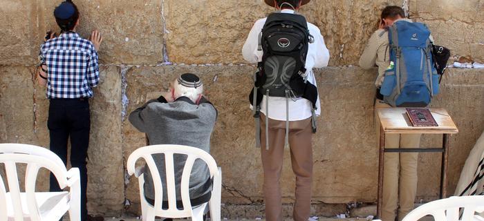 Mur= ściana płaczu w Jerozolimie