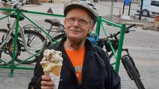 Po przejechaniu 100 kilometrów  należy się solidna porcja lodów :)