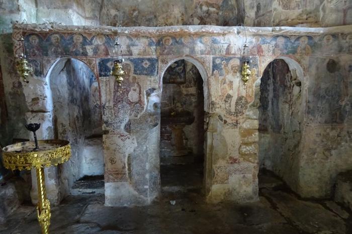 Wnętrze kościoła w Nomitsi