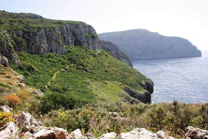 Gdzieś na końcu ścieżki znajduje się kościół Panagia Agitria