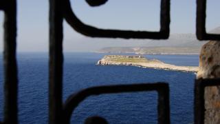 Grecja. Widok z kościoła Panagia Agiata na półwysep Tigani.JPG