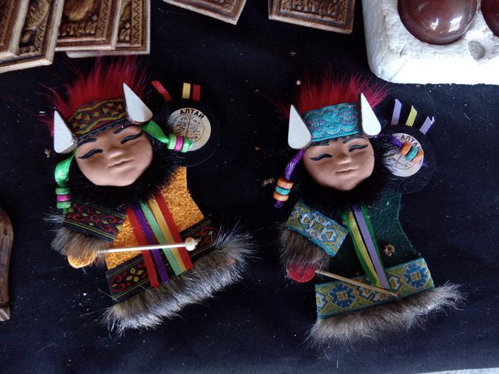 Ałtajscy szamani w postaci magnesów