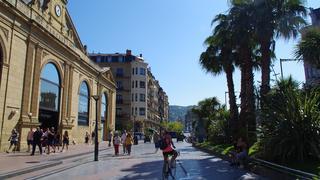 Przed Mercado de la Bretxa w San Sebastian.