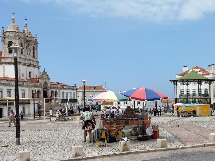 Na rynku w Sitio - starej wiosce położonej na klifie.