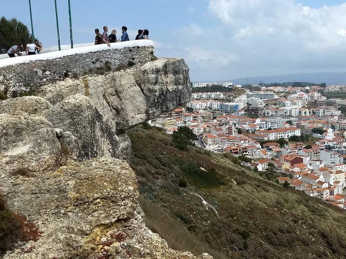 Sitio położone  na 318 metrowej skale stanowi wspaniały punkt widokowy.