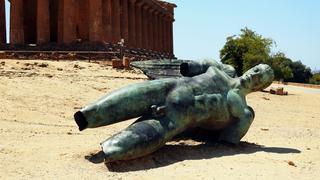 Rzeźba Ikar Igora Mitoraja obo św. Zgody
