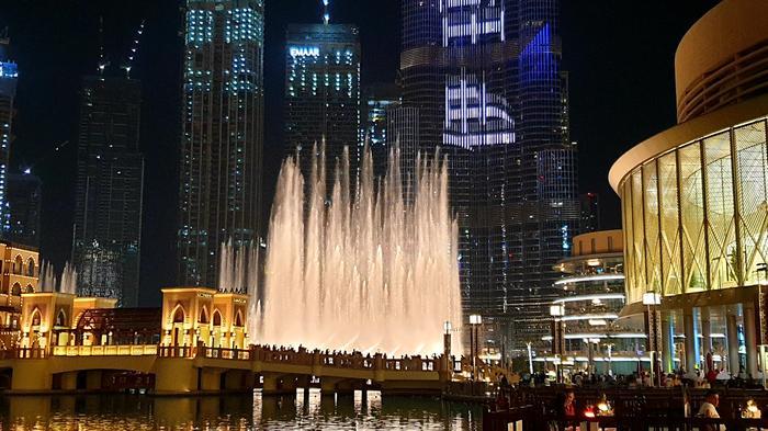 Dubaj - fontanna przy Dubaj Mall