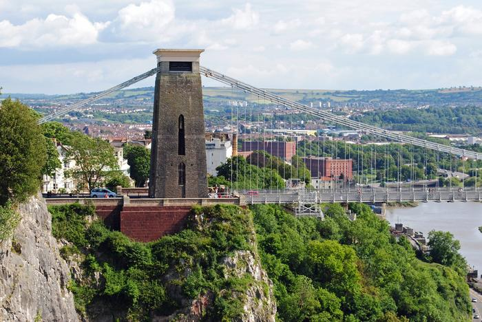 Bristol: Clifton Suspension Bridge / shutterstock.com