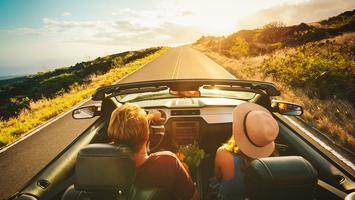 Samochodem za granicę. Jak przygotować się do podróży swoim lub wypożyczonym autem