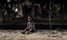 Perla, pięcioletnia dziewczynka z miasta Duala