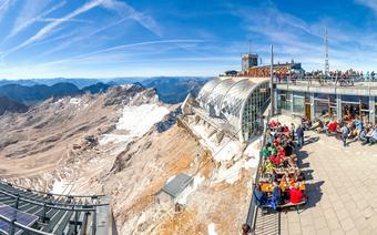 Widok ze szczytu Zugspitze, najwyższego w Niemczech