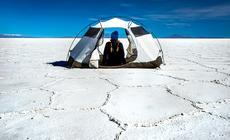 Rozbicie namiotu na Salar de Uyuni nie jest łatwe