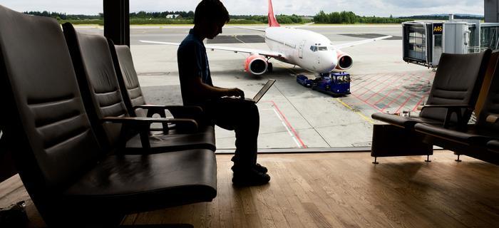Wiele lotnisk udostępnia bezpłatne Wi-Fi i pozwala podróżującym być online