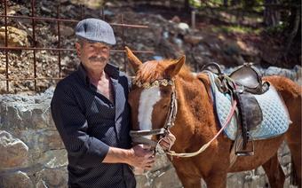 Yannis od wielu lat organizuje konne przejażdżki w górach Troodos