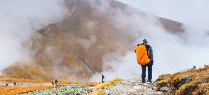 Tatry jesienią. Mgły zasłaniają widok z Kasprowego Wierchu