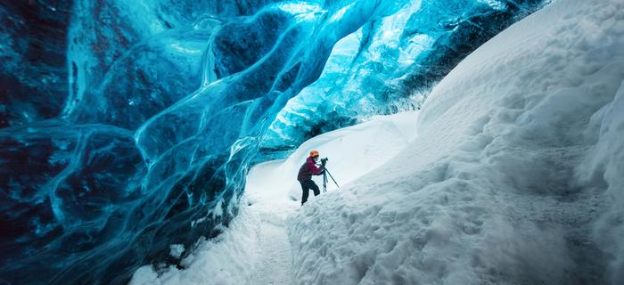 Eksploracja jaskini na Islandii
