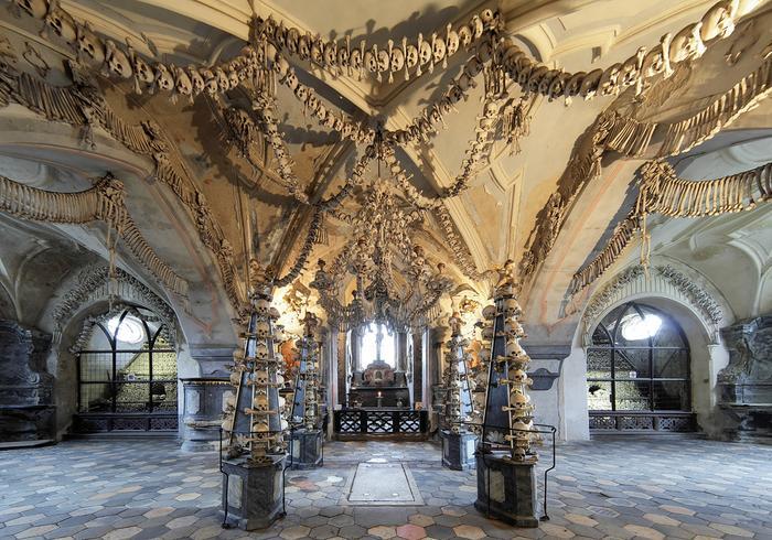 Zdobienia w Kaplicy Czaszek, fot. shutterstock.com