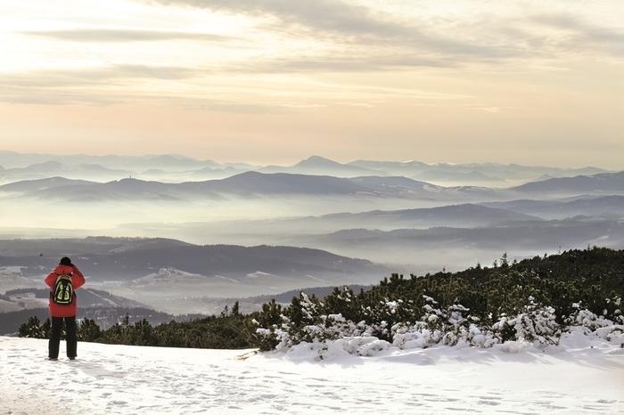 """Widok z Babiej Góry na Słowację. Beskidzcy zbójnicy chętnie wyprawiali się w te strony na """"gościnne występy"""""""