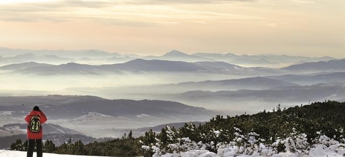 """Widok z Babiej Góry na Słowację. Beskidzcy zbójnicy chętnie wyprawiali się w te strony na """"gościnne występy"""